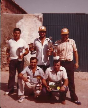 4.4.Posando_con_los_trofeos_tras__un_campeonato__en_las_Fiestas_Patronales_(11).jpg